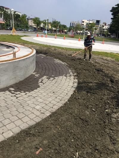 屏東公園生命樹-貼磁磚